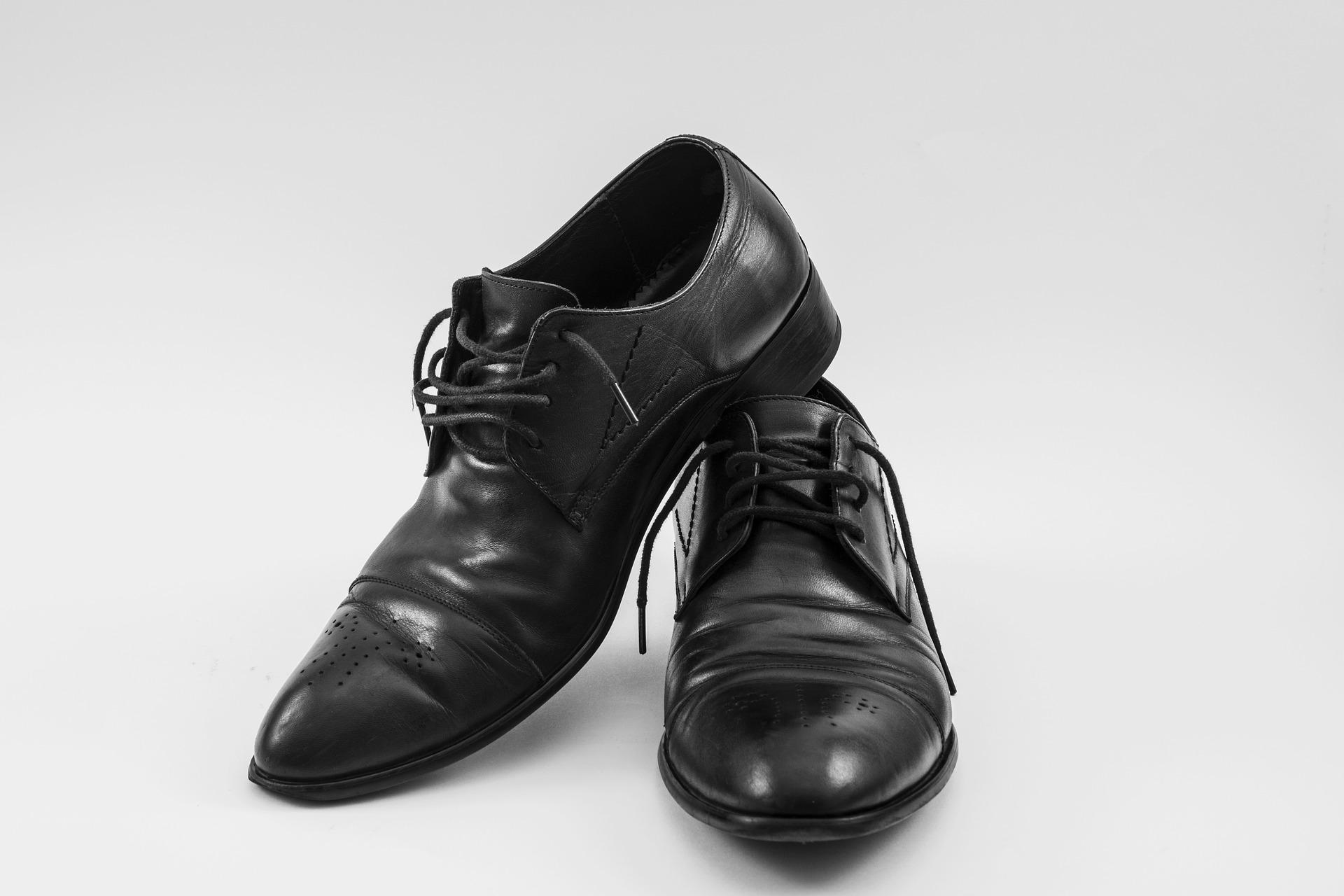 Abbinare le scarpe nere al proprio look